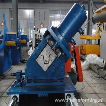 Steel framing roof batten roll forming machine