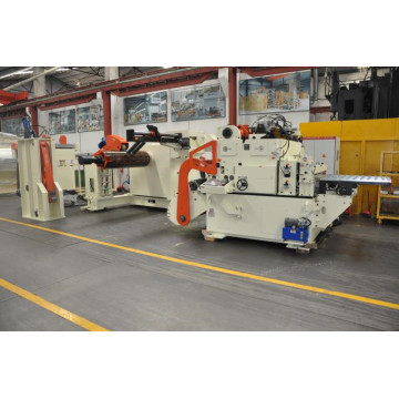 Compact feeding line for stamping press