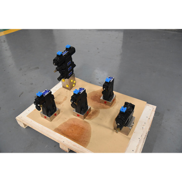 Sweeping car with hydraulic valve block