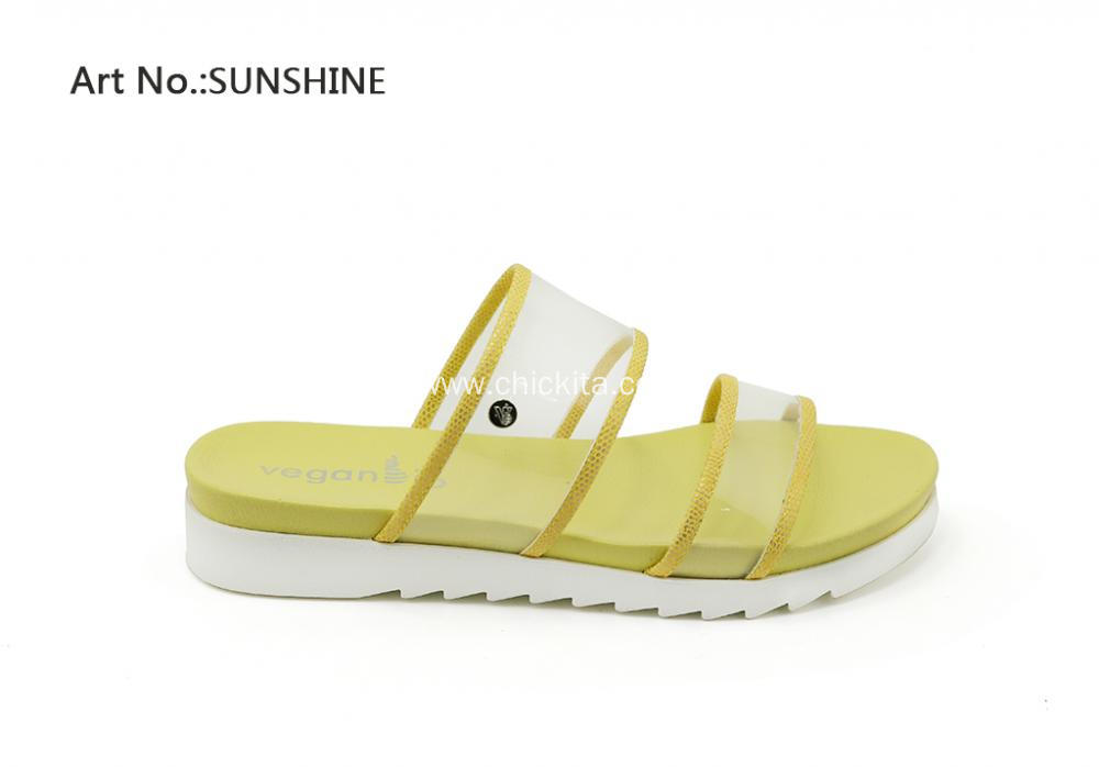 Beautiful Lucite two bands Casual sandals
