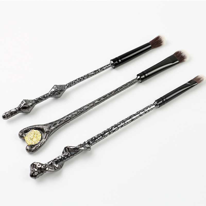 Eye shadow brush for women