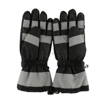 Ang Heated Snow Gloves sa Men sa usa ka kontrol sa Button