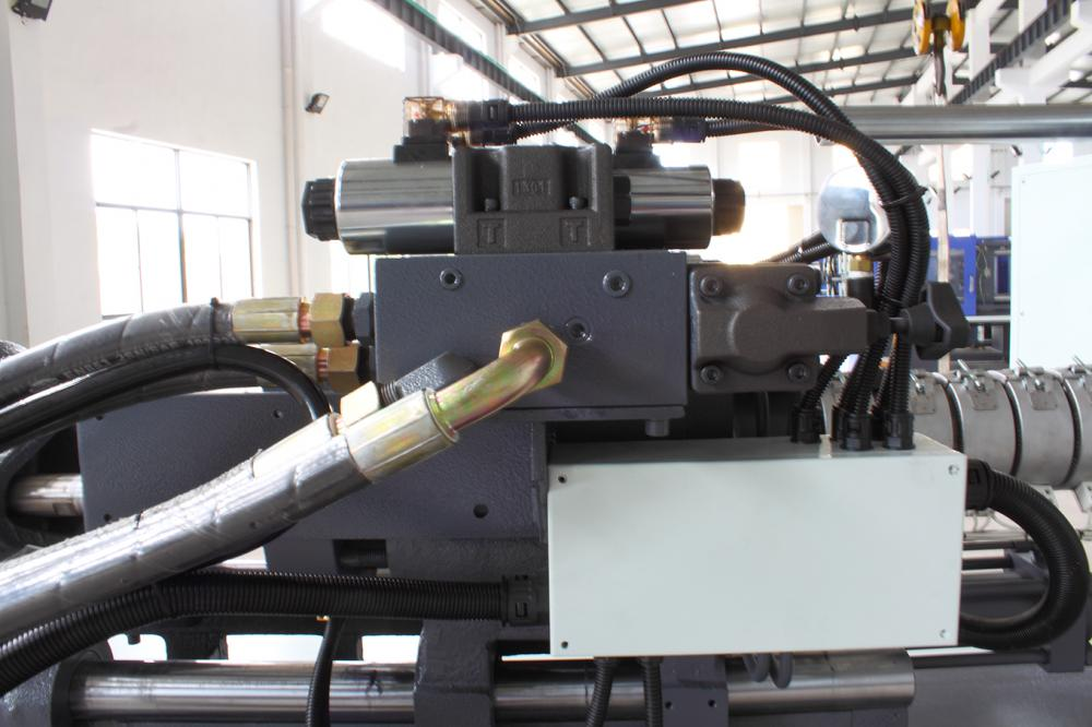 China Plastic Injection Molding Machine for Sale