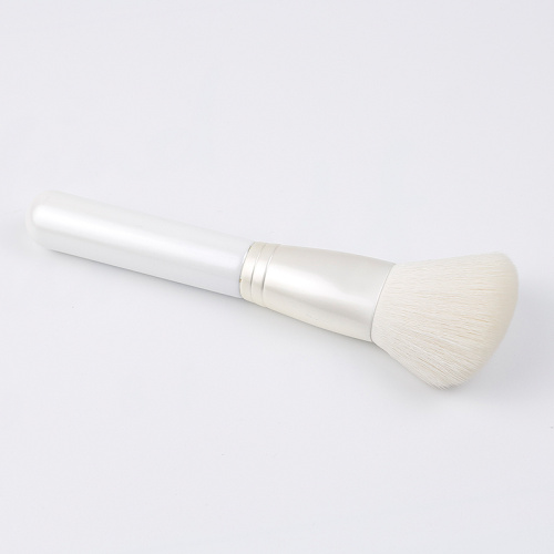 The single powder brush of white