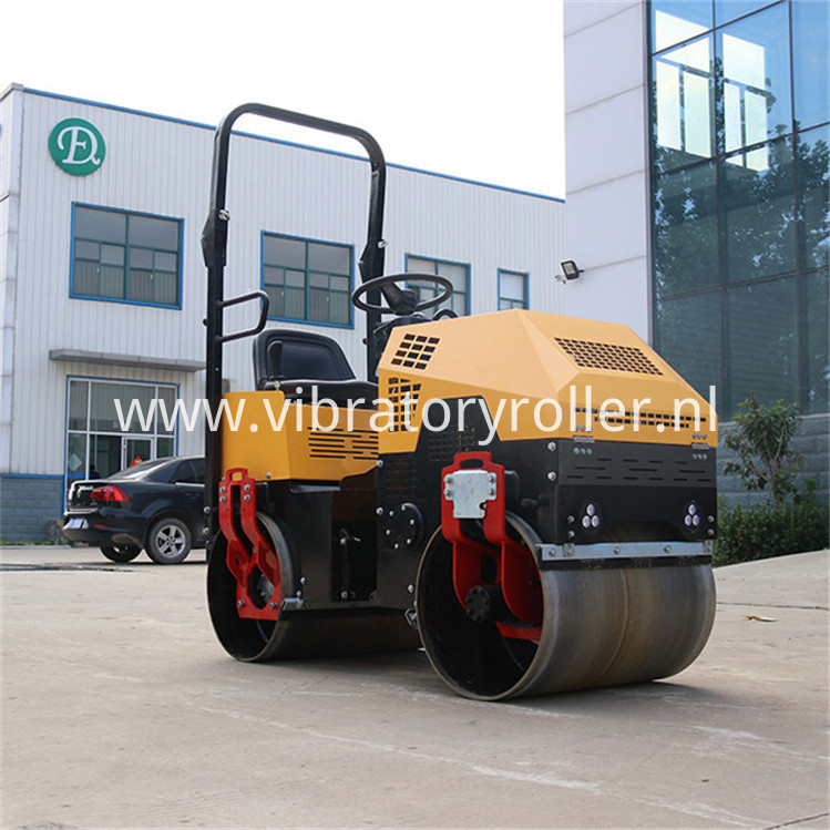 Smooth Drums Asphalt Roller