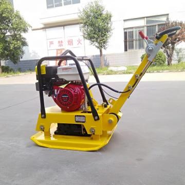 Reversible plate compactor with petrol honda engine