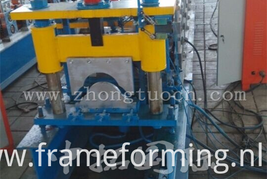 Ridge roll forming machine (25)