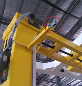 Rotary arm wrapping system with top presser