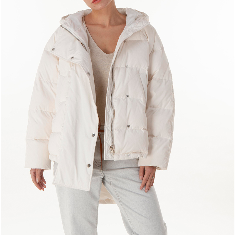 Fashionable white down jacket