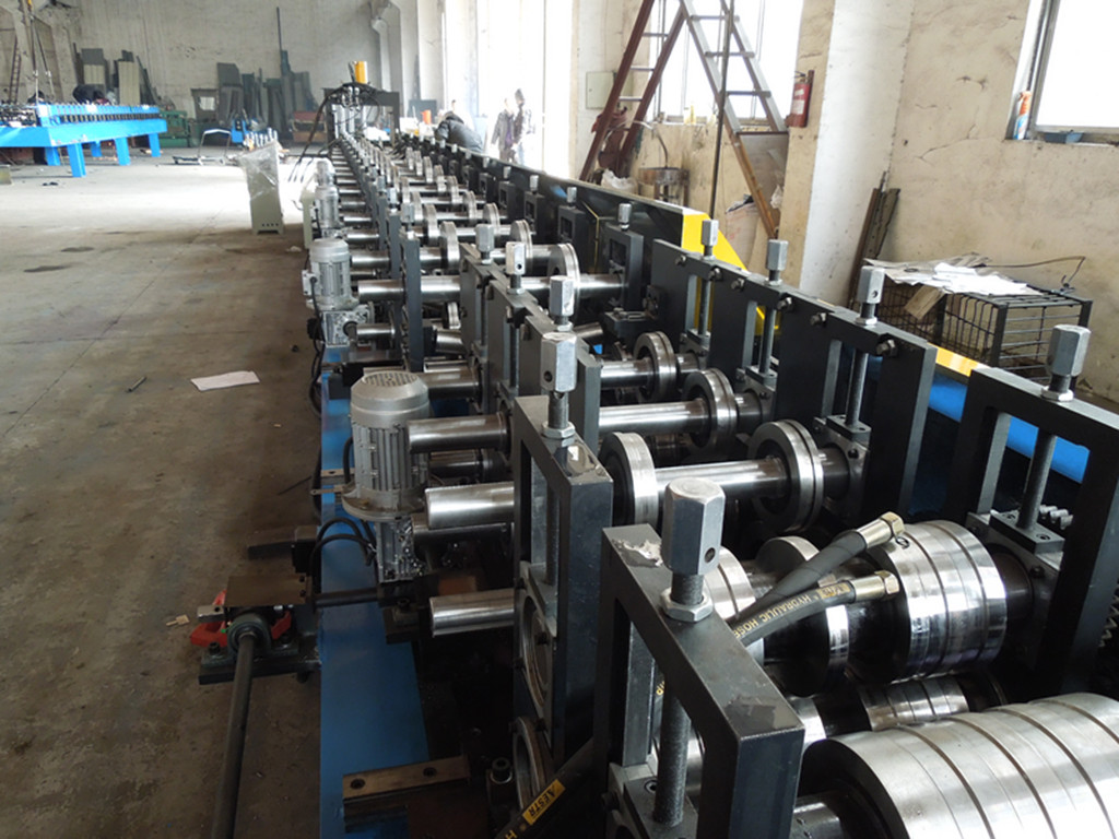 Cable tray roll forming machine