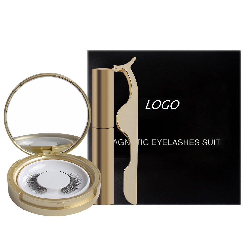 one paris magnetic eyelashes set in golden box
