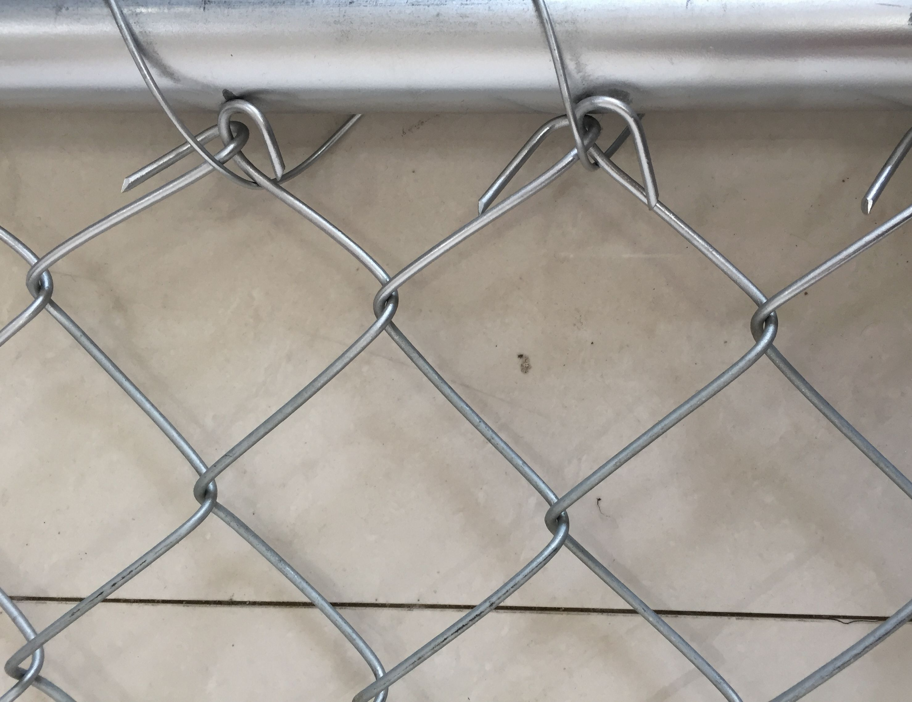 chain link fence hold edge