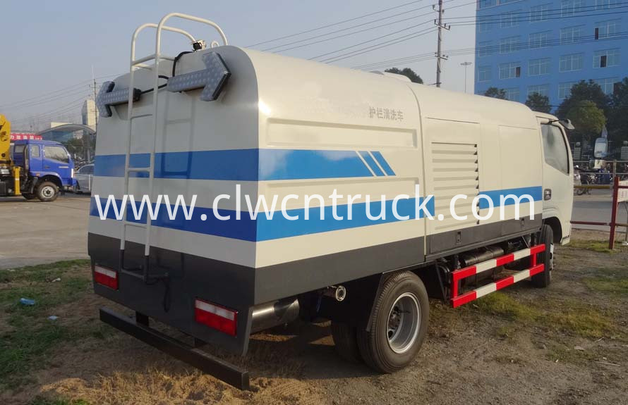 road guardrail cleaning truck 4
