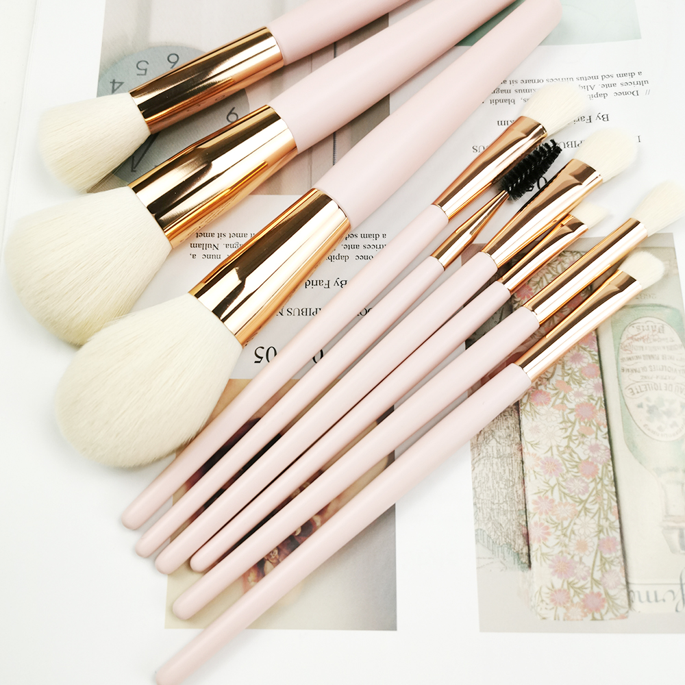 Wooden cosmetics brush set