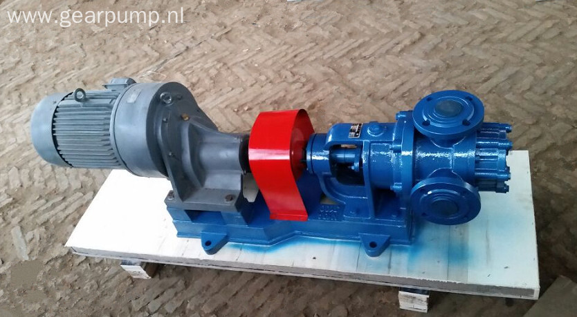 Heat insulation high viscosity asphalt bitumen pump