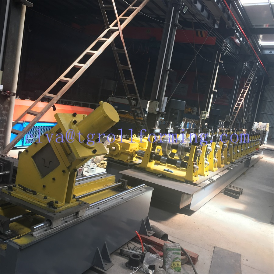 New design adjustable purlin roll forming machine