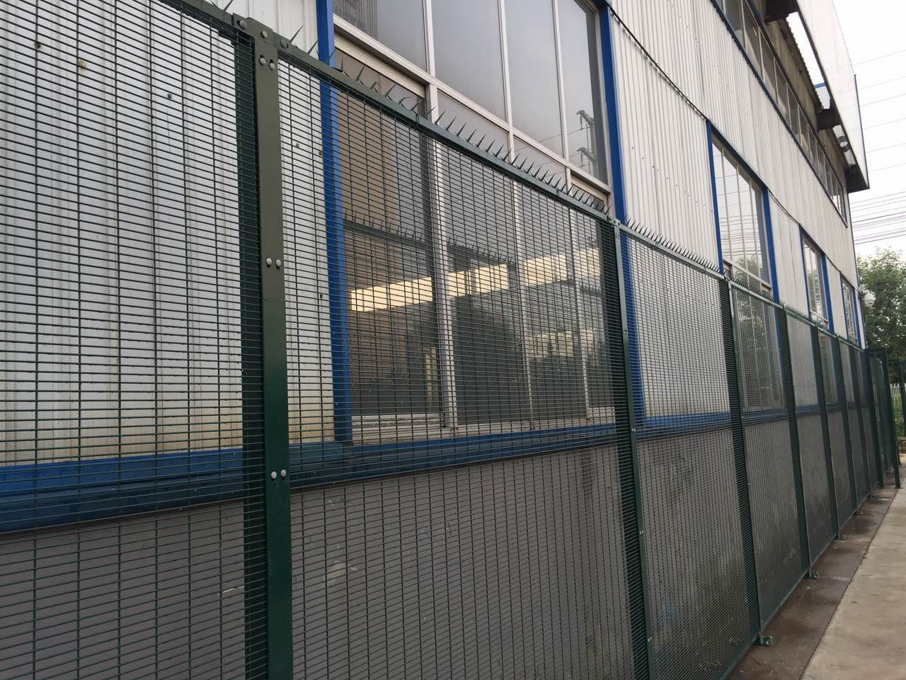 358 wire mesh fence (2)