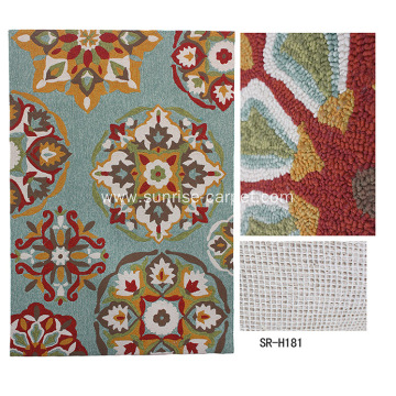 Hand hooked carpet with modern design