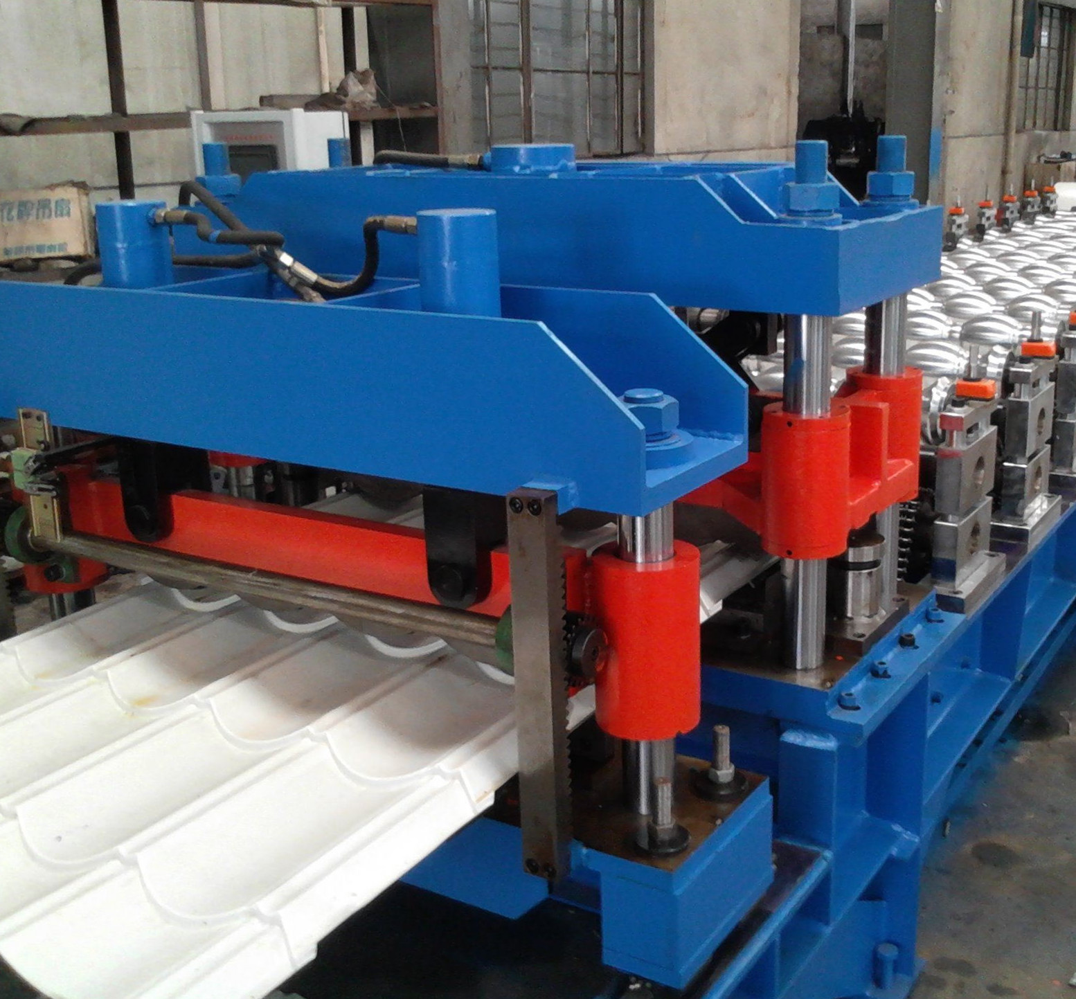 High-end roof tile roll forming machine 6