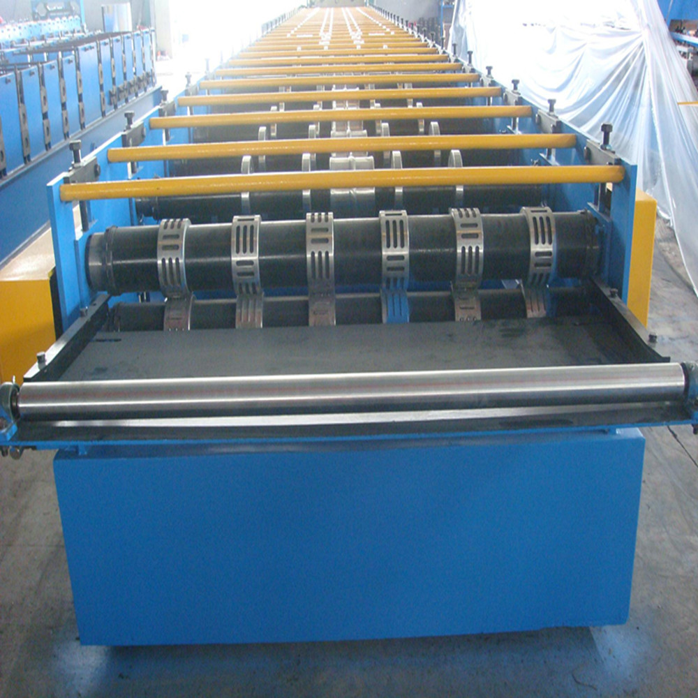 Steel sheet deck roll forming machine