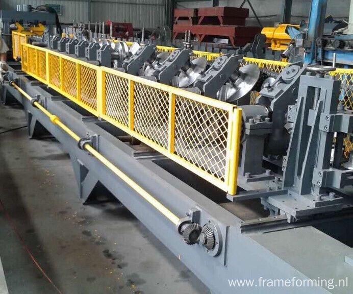 Manual adjusting 80-300 CZ purlines roll forming machine