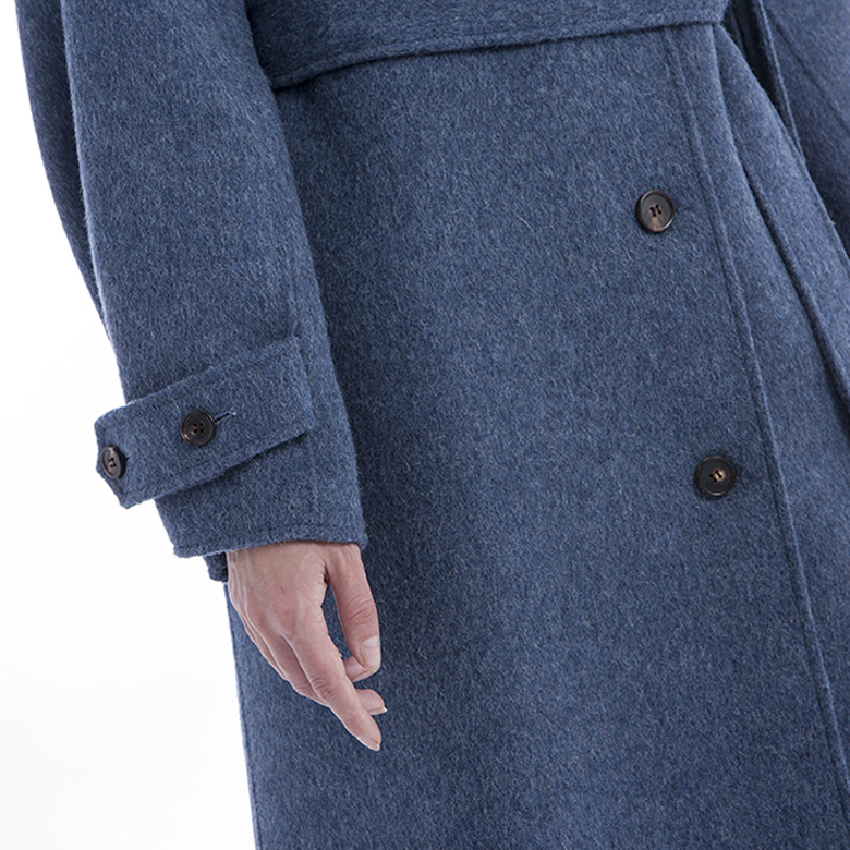 Sleeves of single-breasted blue cashmere winter coat