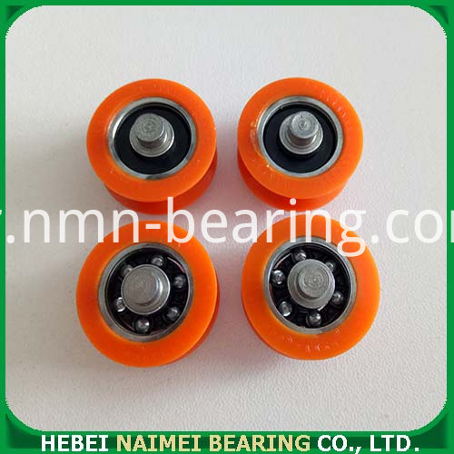 V-groove roller with bearing