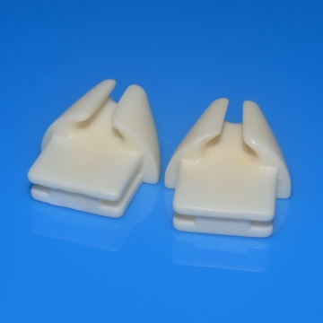 Open type tread guides in ceramics