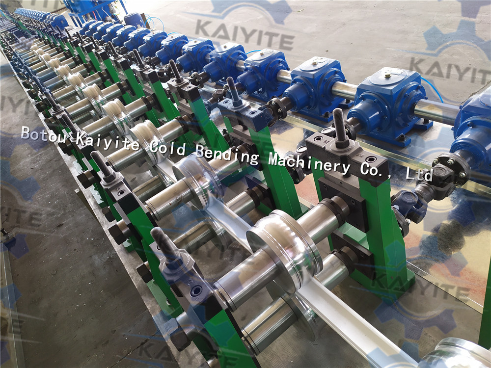 polyurethane foam filled rolling shutter machine