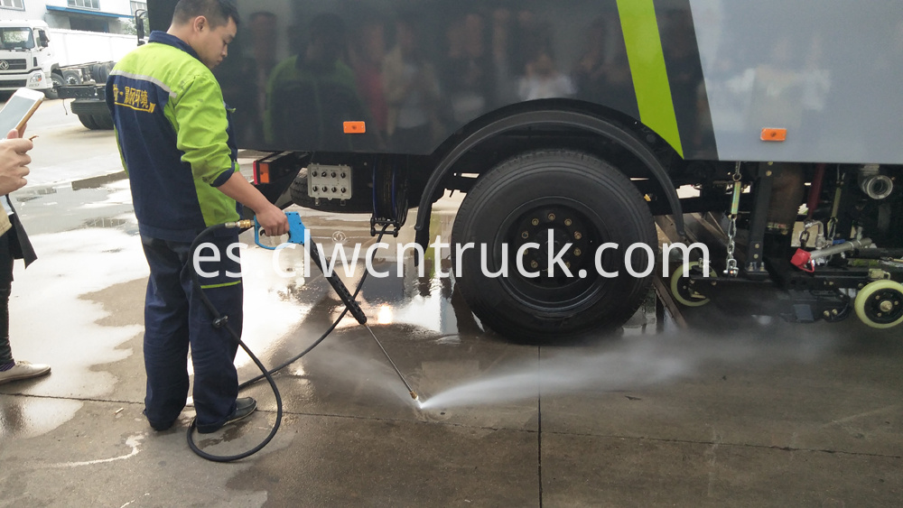 street sweeping truck high pressure washing