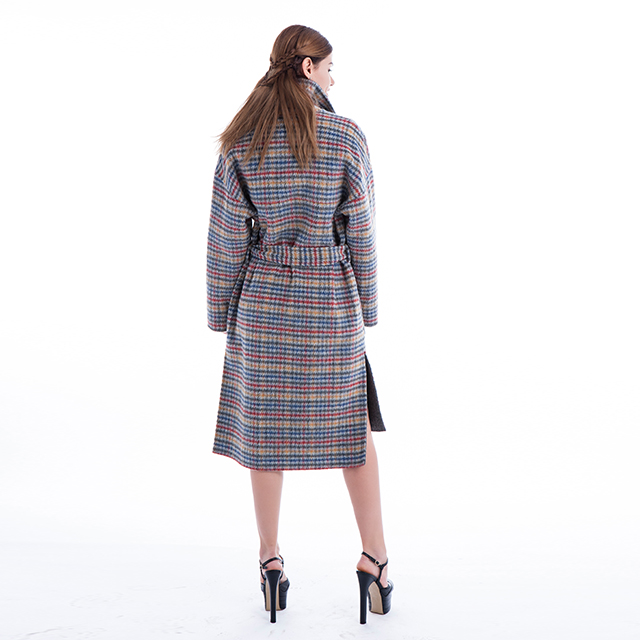 A handsome cashmere coat in plaid