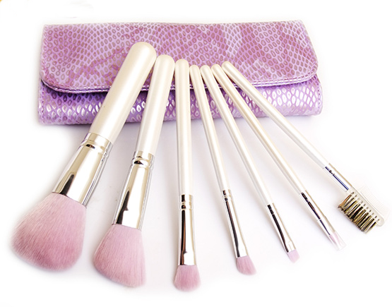 Wood Handle Makeup Brushes