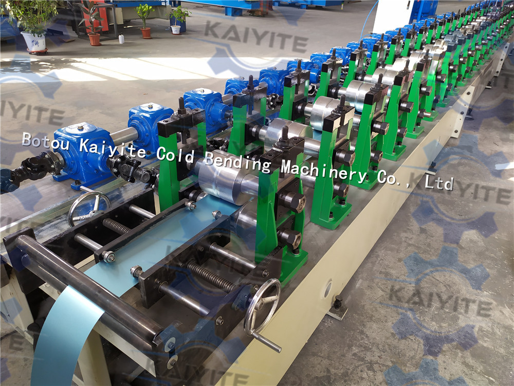 pu foam roller shutter machine
