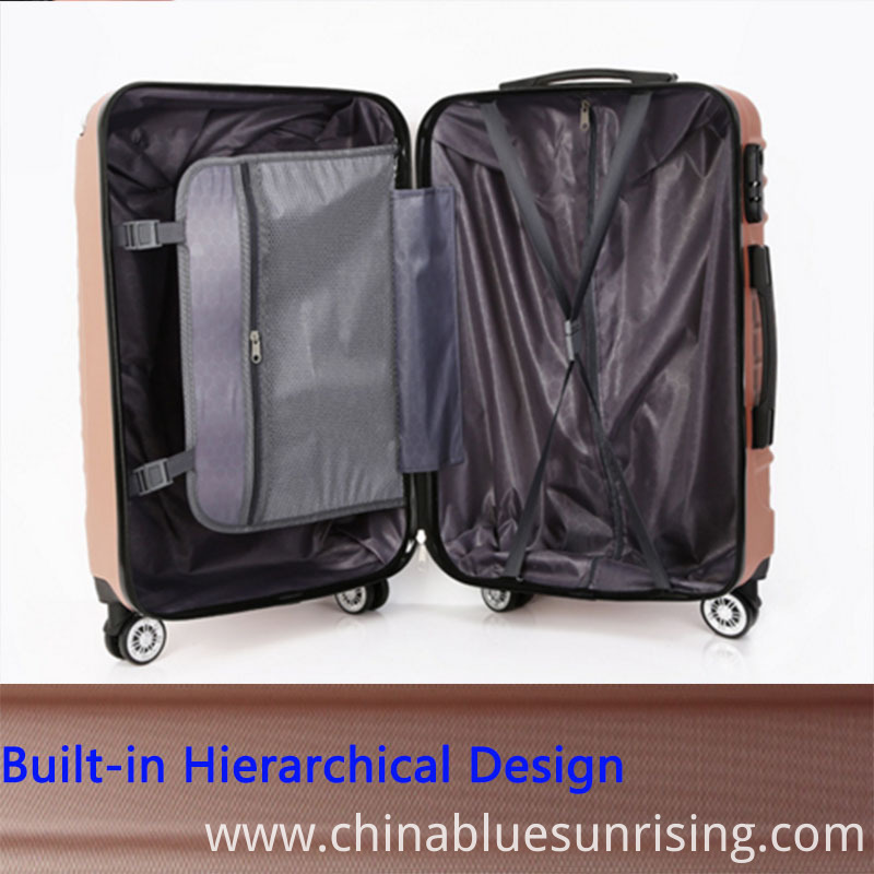 Built-in hierarchical design luggage