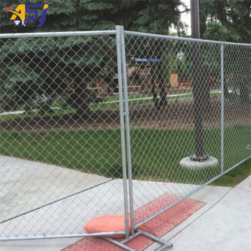 chain link fencing panels and gate for construction