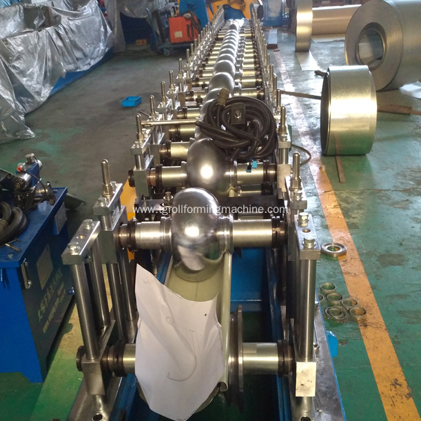 Rain gutter roll forming machine to produce gutter