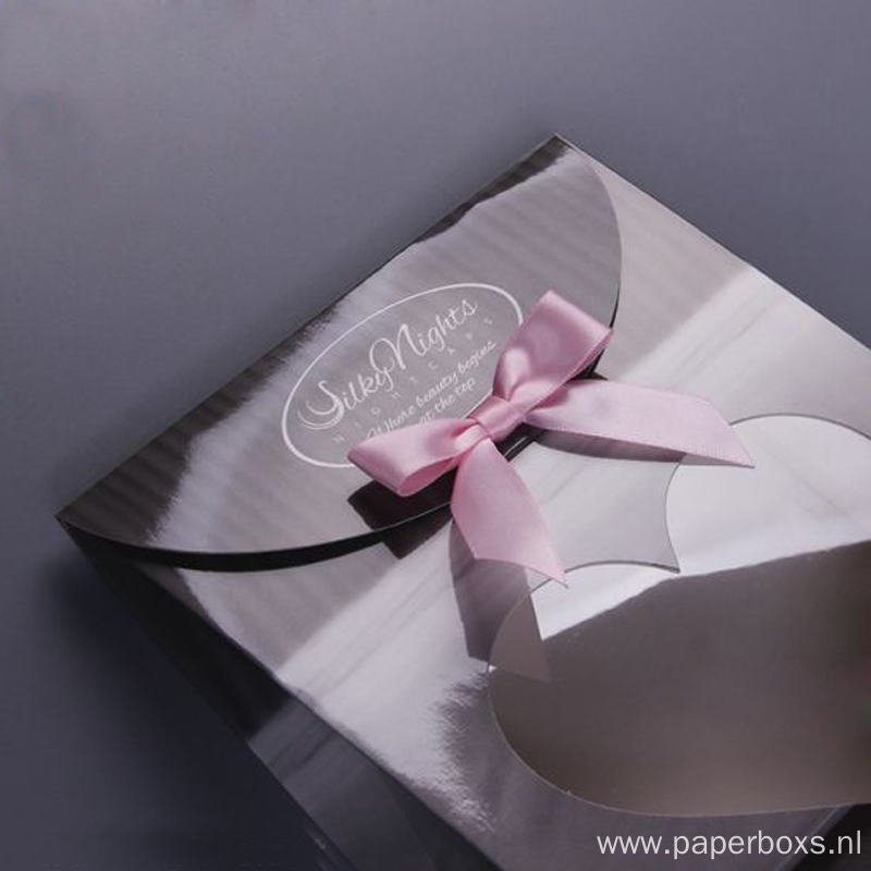 Glossy Finished Gift Boxes for Apparel with Window