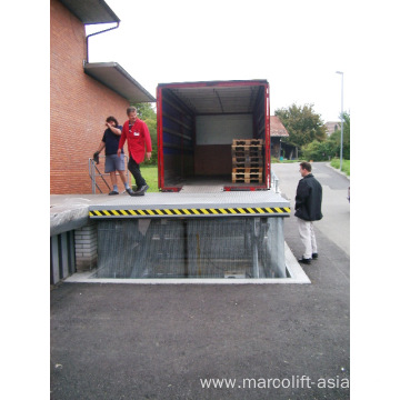Loading dock lift table
