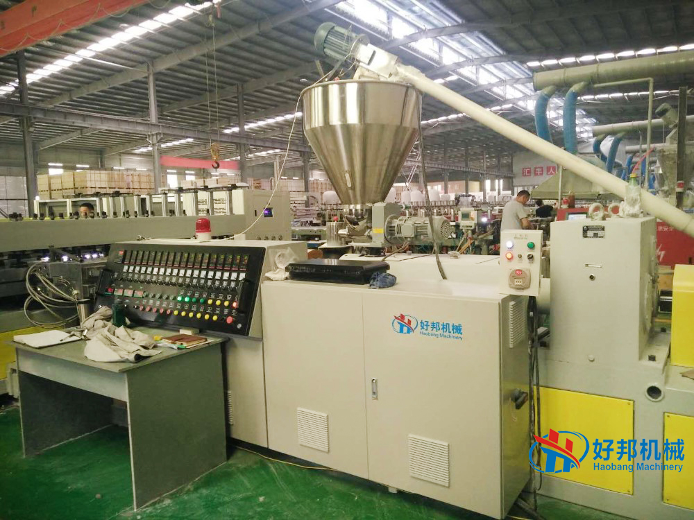 PVC board extrusion machine