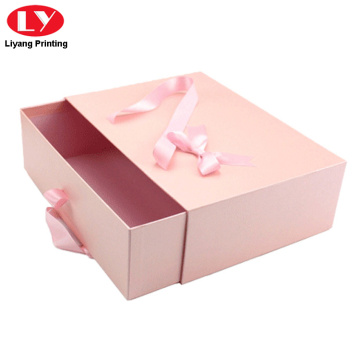 Pink drawer box nga may hawak nga ribbon