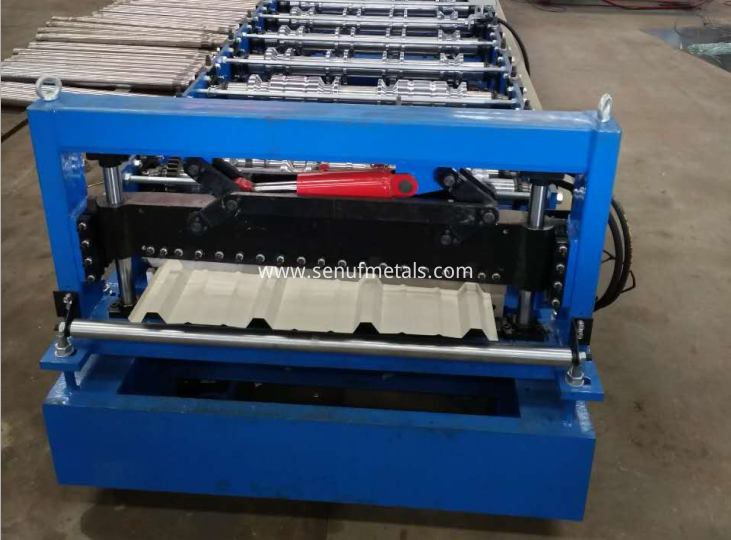 Trapezoid roof sheet forming machine cutter
