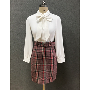 women's white slim shirt/check skirt