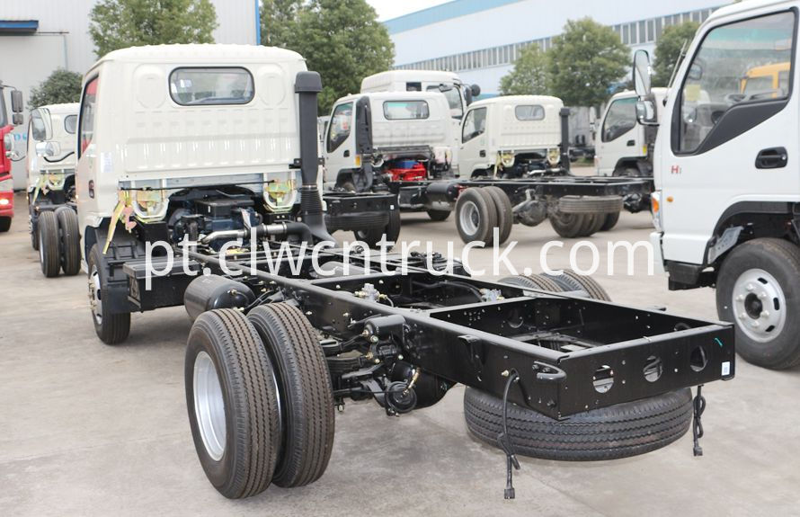 heavy wrecker services truck chassis 3