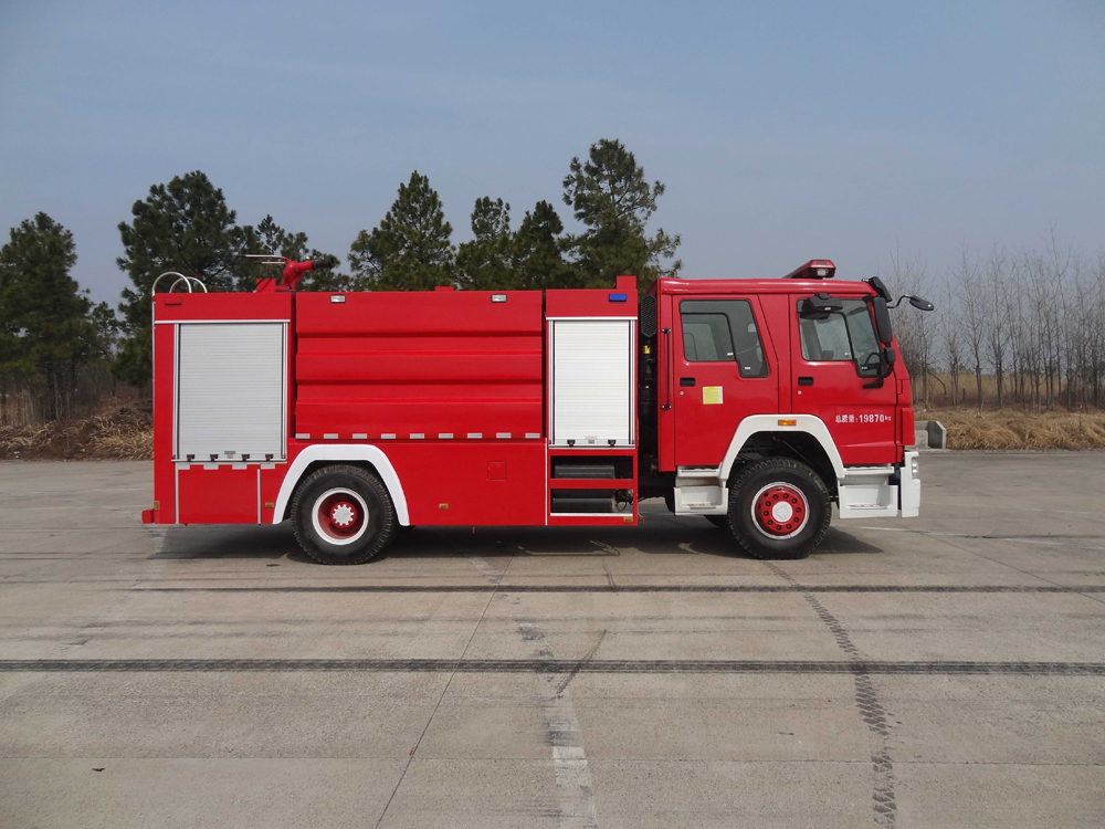 sino howo fire fighting truck 2