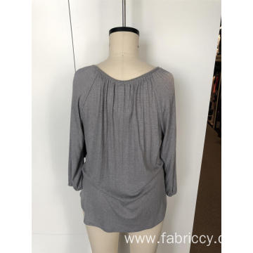 Long sleeves with v-neck and small buttons