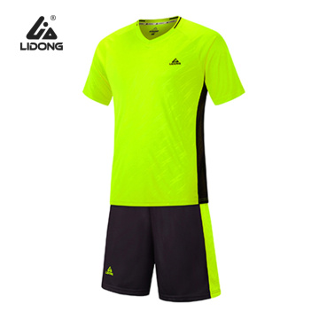 Uniforme de football avec maillot et short