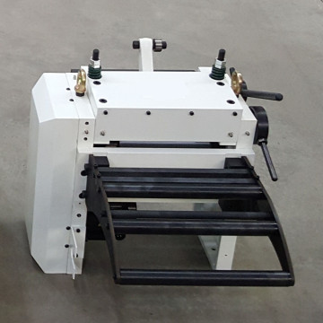 Mechanical nc servo roll feeder machine