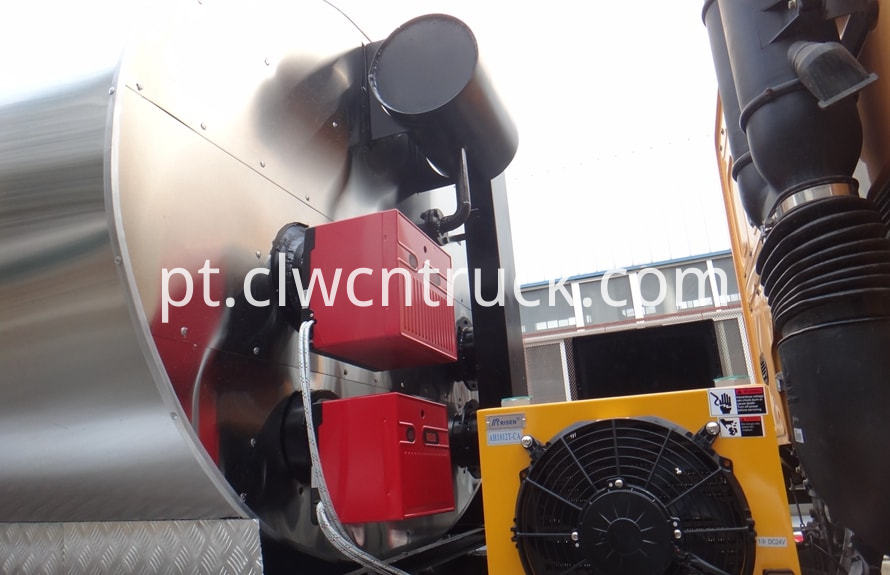 bitumen emulsion spraying truck 3